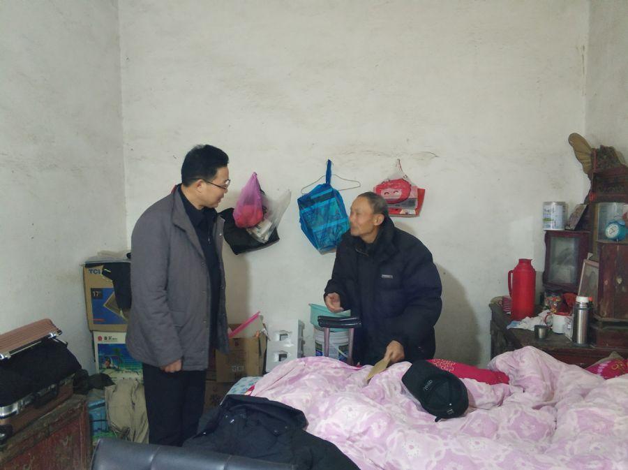 杨林率队赴望江走访慰问贫困户和驻村扶贫干部