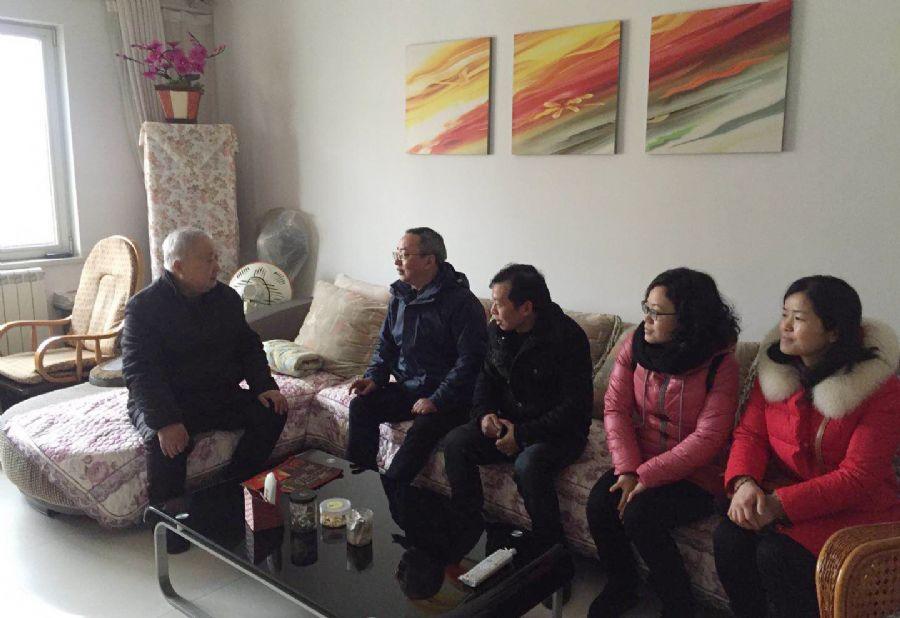 民盟安庆小教支部为老盟员送上新春祝福