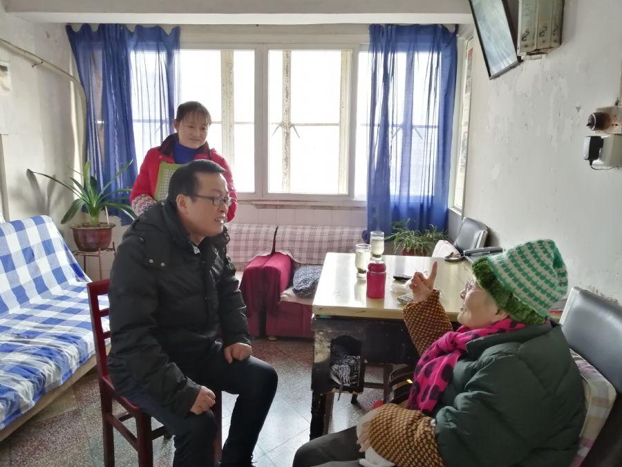 民盟安庆市委春节前夕慰问老盟员