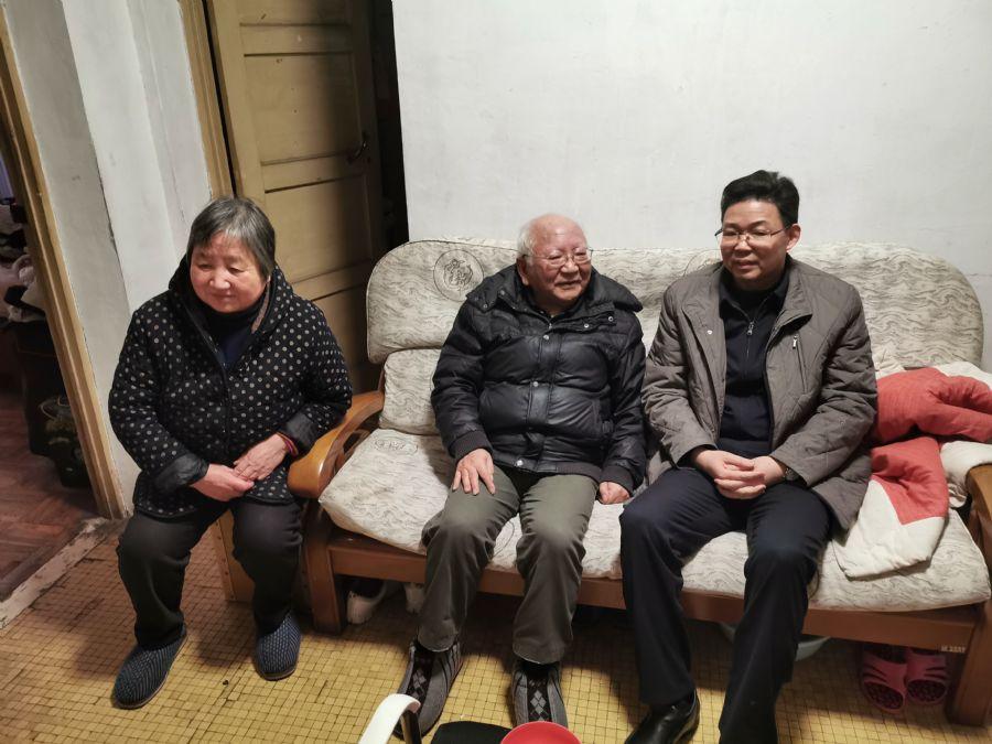 杨林春节前夕看望慰问部分离退休老盟员