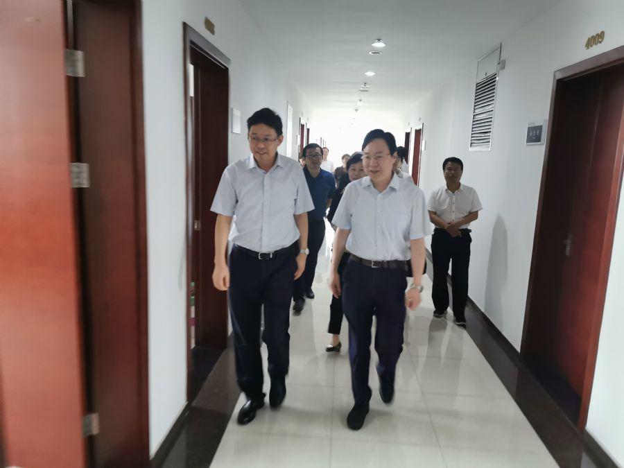 市委常委、组织部长、统战部长胡红兵来民主党派机关走访调研