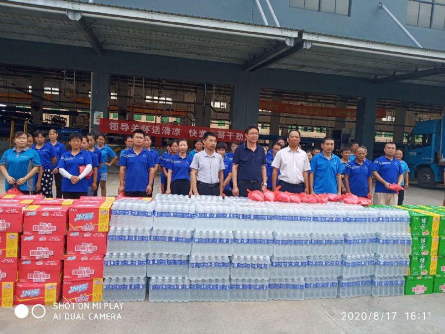 民盟安庆市委主委杨林看望慰问高温天气下坚守岗位的一线工作者